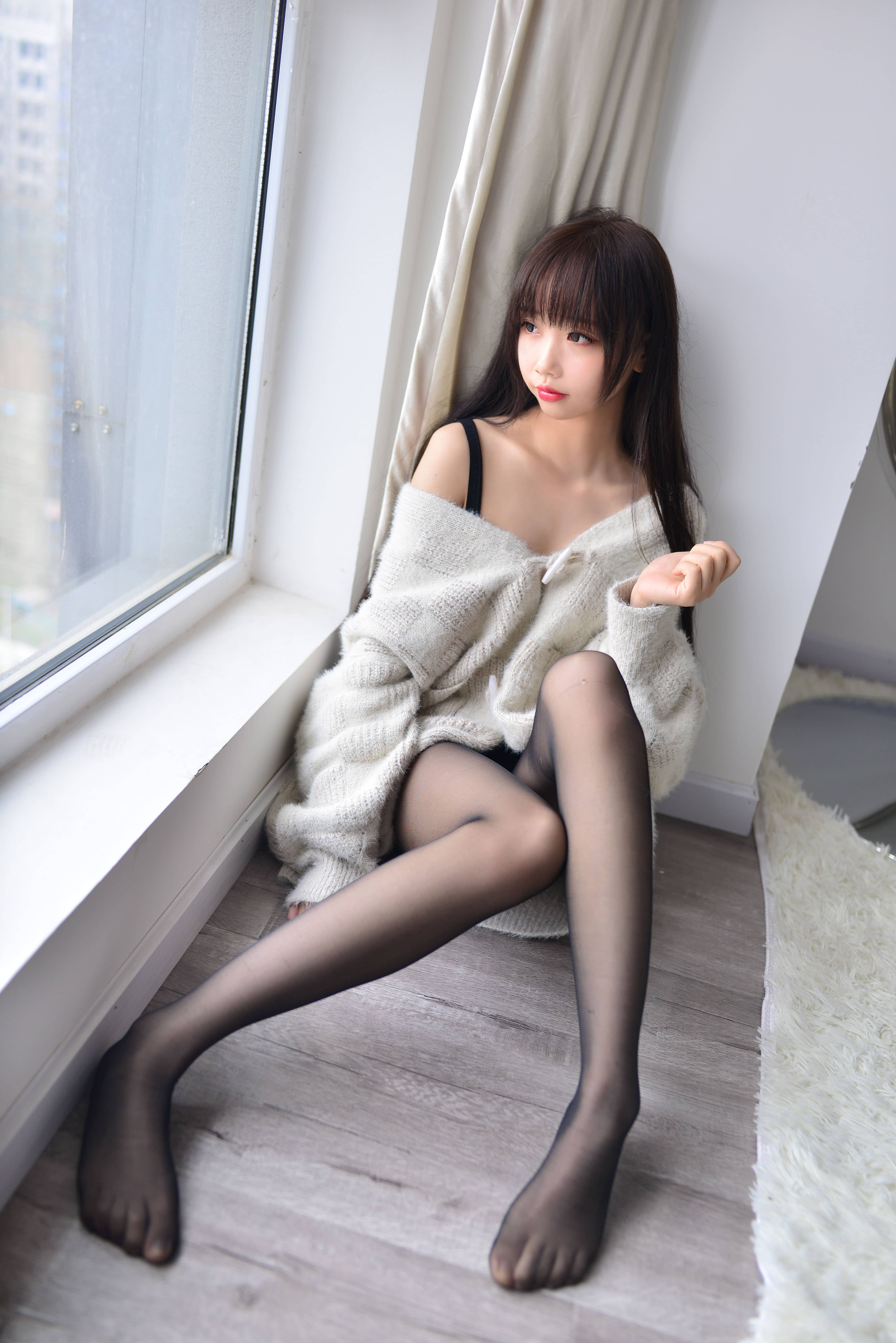 【雪琪sama】喜欢穿毛衣的美女coser本子 次元美图