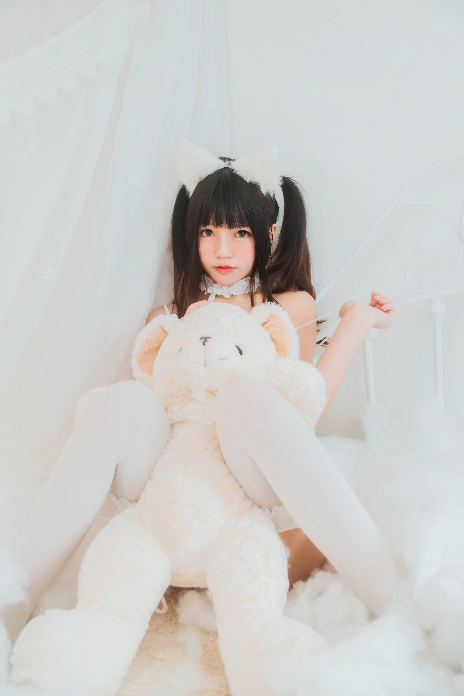 微博网红桜桃喵cos白猫美照 次元美图